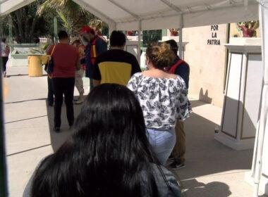 Maestros se vacunan vs COVID-19 en Juárez