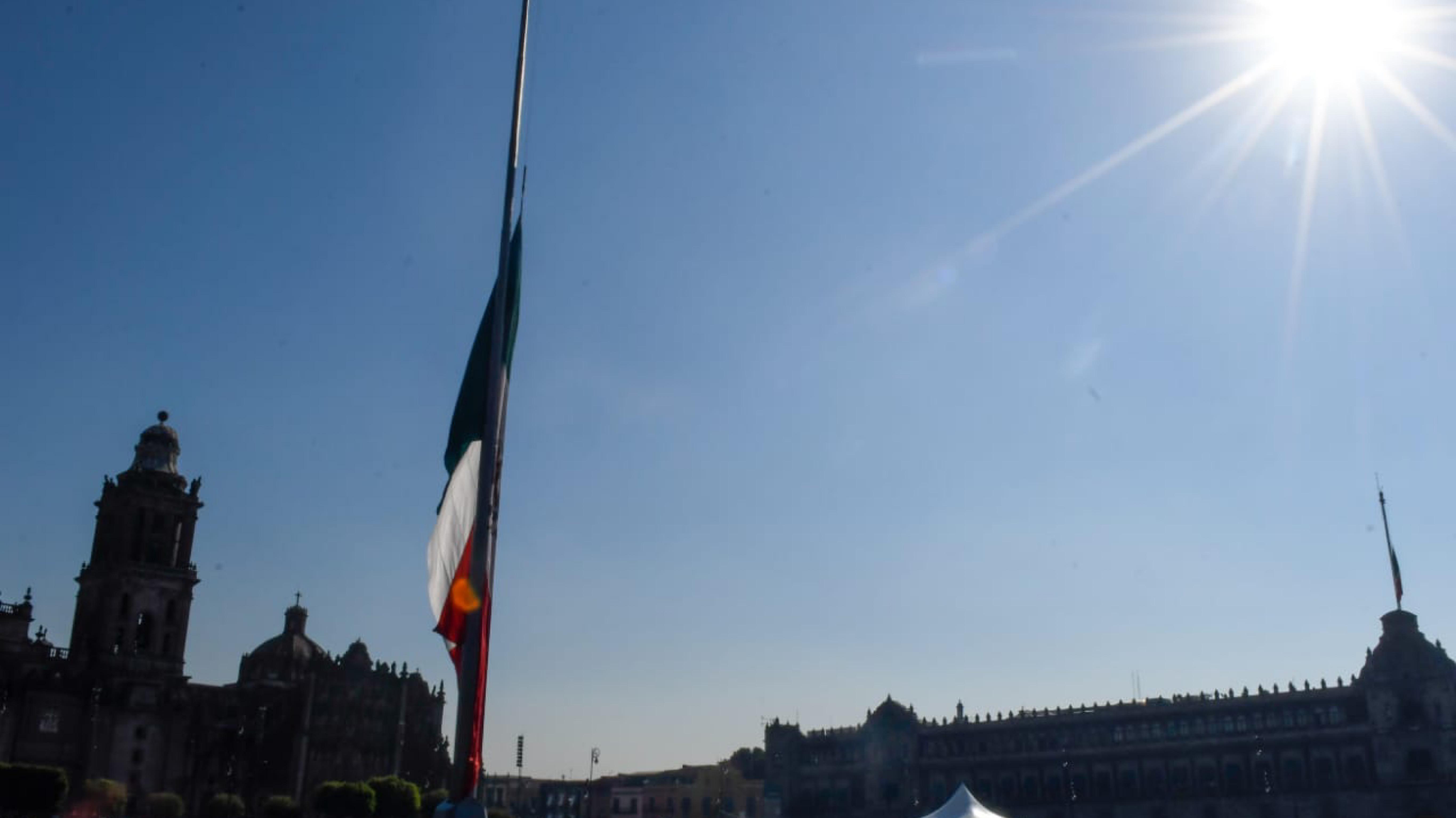 Mexico-de-luto-izan-bandera-a-media-asta-por-victimas-de-colapso