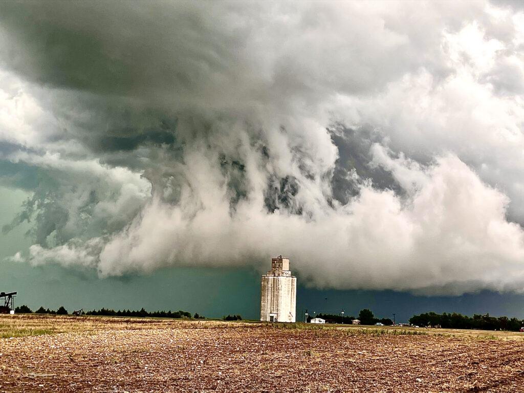 Jazz-Bishop-cazador-de-tornados-cineasta-fotografo-prop-master-de-Oklahoma-City-Oklahoma