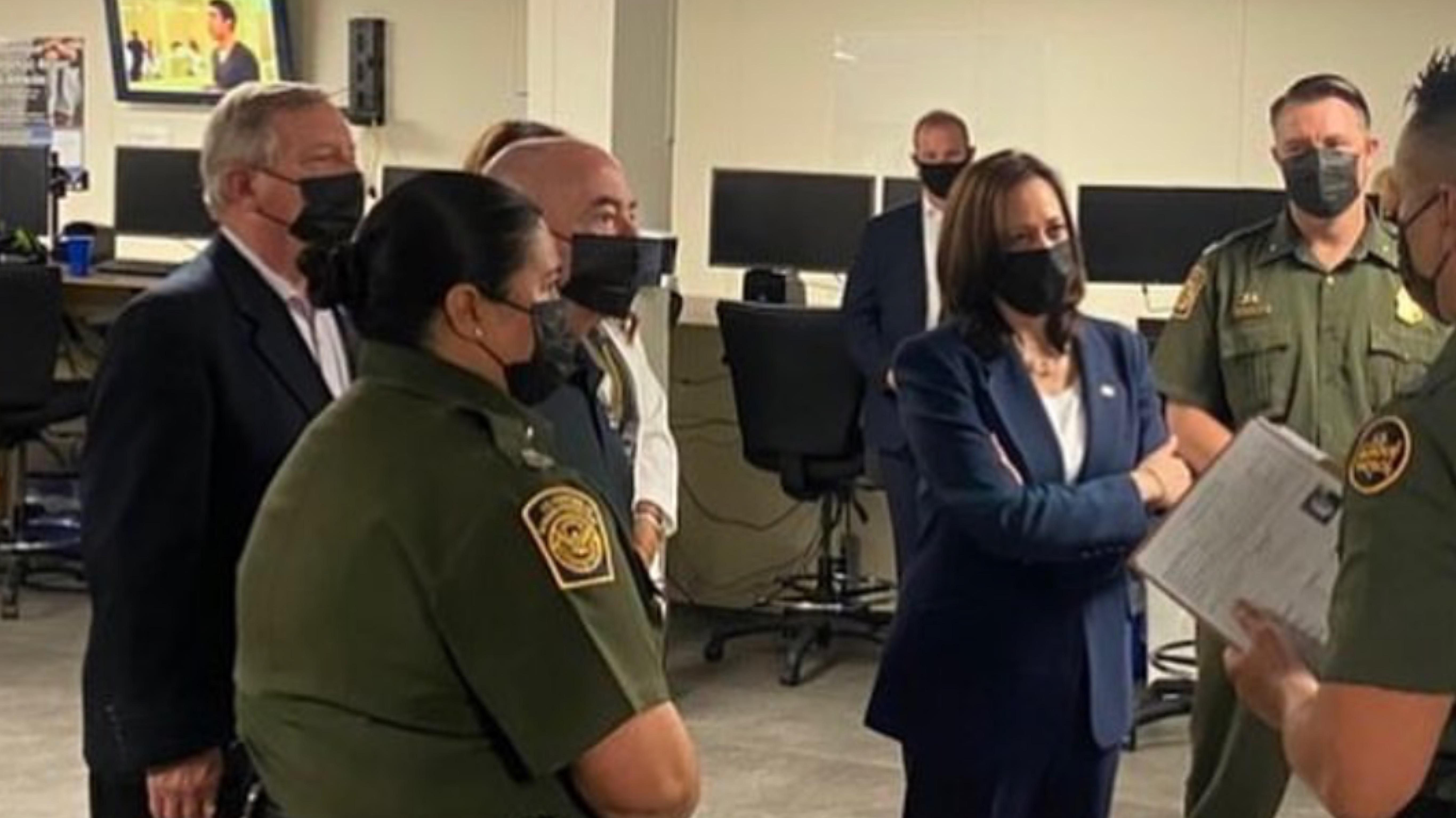 Kamala-Harris-vicepresidenta-de-Estados-Unidos-oficina-de-la-Patrulla-Fronteriza-El-Paso-Texas
