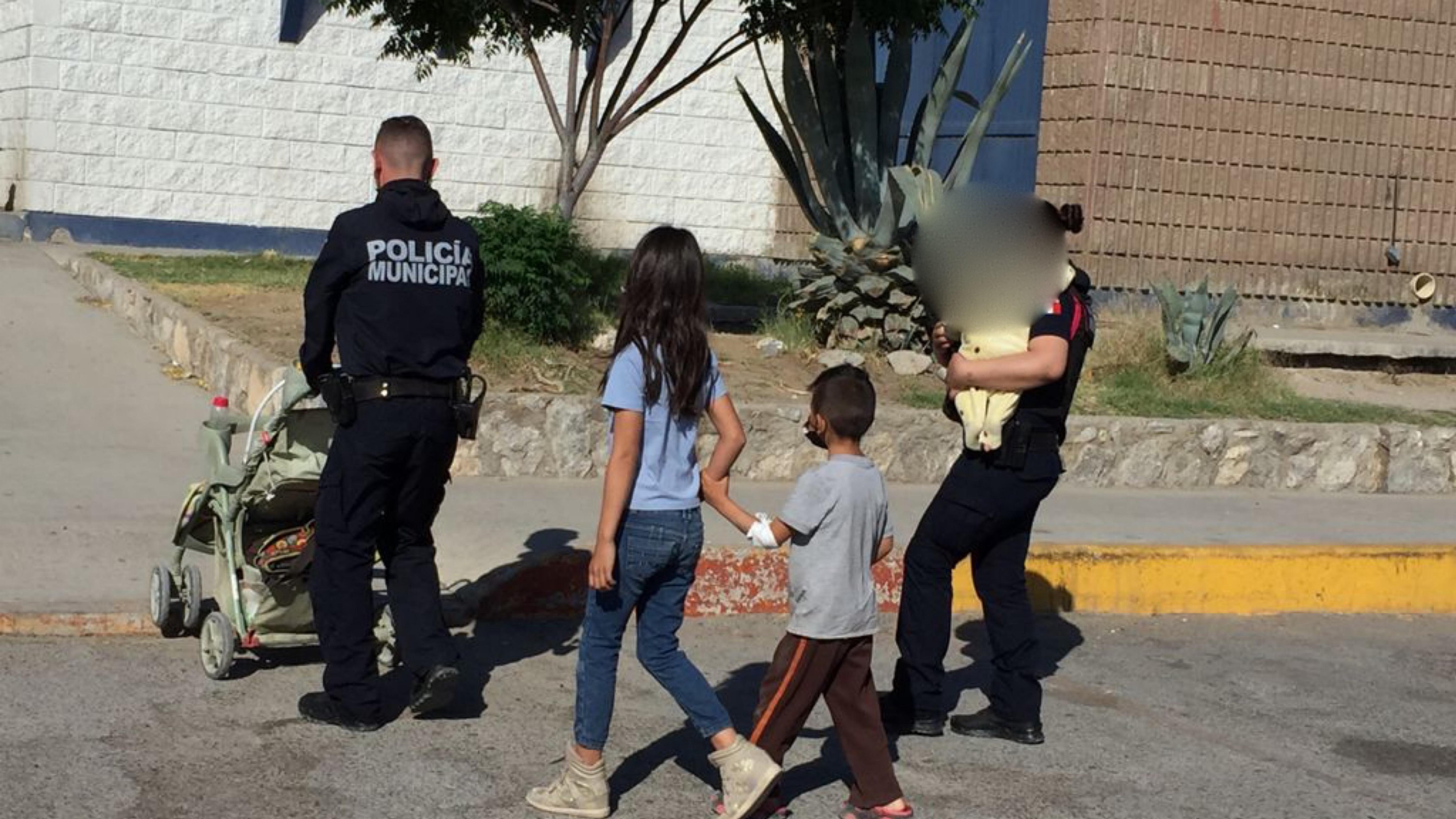Menores abandonados por una mujer en calles de Ciudad Juarez, Chihuahua