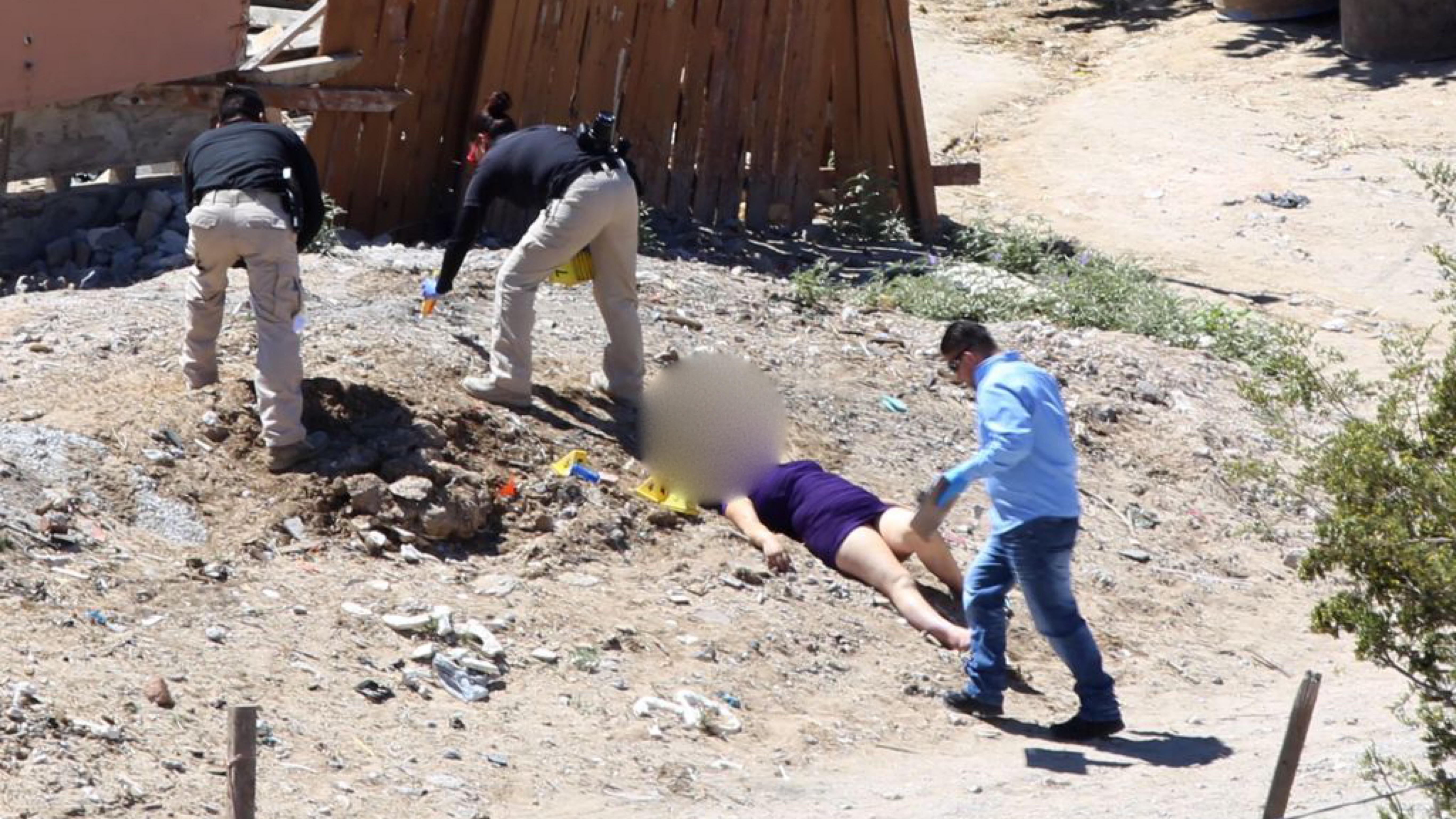 Mujer-ejecutada-en-terreno-de-Ciudad-Juarez.-Foto-Lucio-Soria
