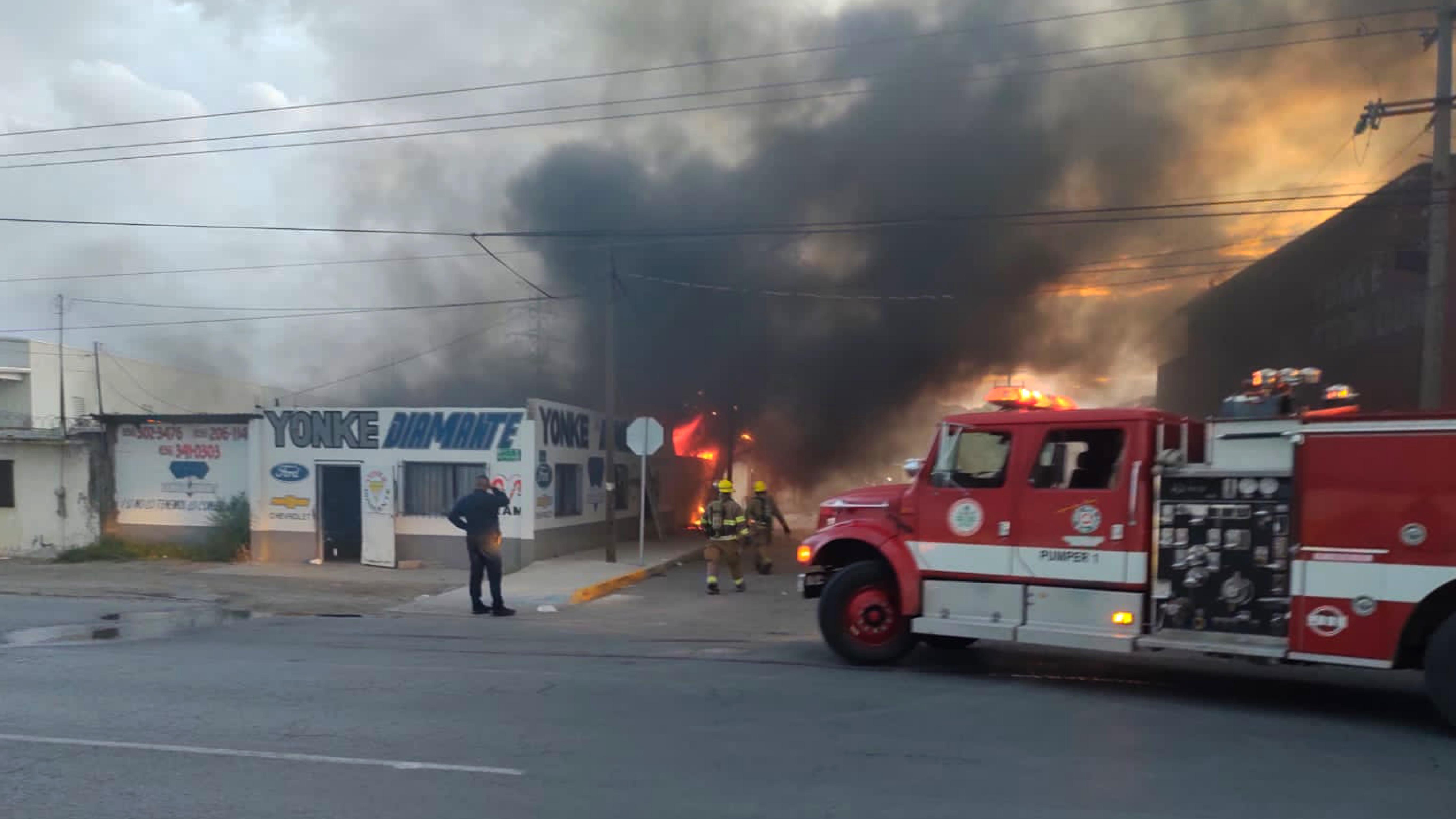 Incendio-intencional-en-yonke-de-Cd.-Juarez